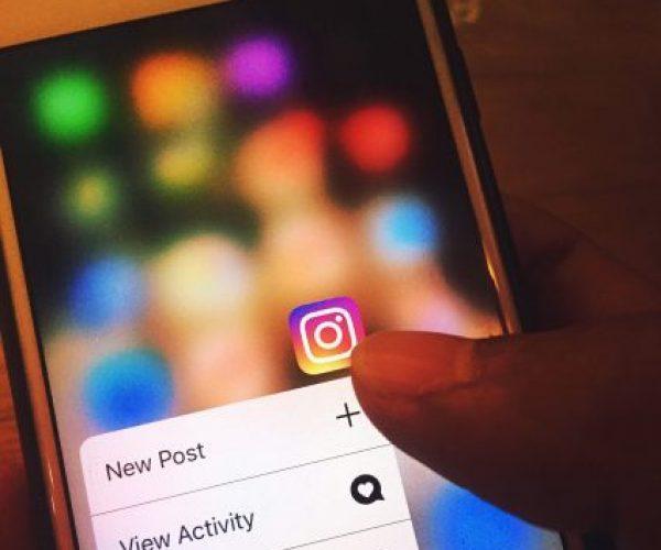 Móvil con Social Media